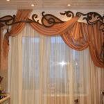 Кремово-коричневые шторы для кухни