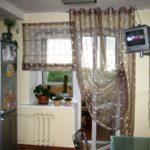 Легкие солнечные шторы для кухни
