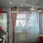 Волнистые ниточные шторы для кухни