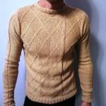 Вяжем мужской песочный пуловер спицами