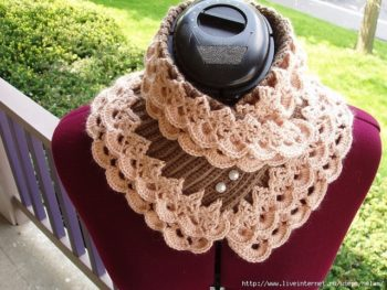 Ажурный шарф-воротник для женщины